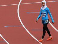 Palestynka rywalizuje w eliminacjach biegu na 800 metrów (fot. Getty Images)