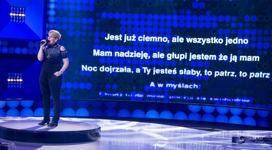 """Jolanta Kozubek do """"Szansy na sukces"""" przyjechała aż z Włoch i opłaciło się, bo uczestniczka wylosowała największy hit grupy """"A gdy jest już ciemno"""" (fot. TVP)"""