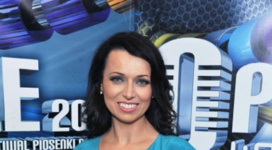 Katarzyna Pakosińska również wystąpiła w wieczorowej sukni (fot. Jan Bogacz/TVP)