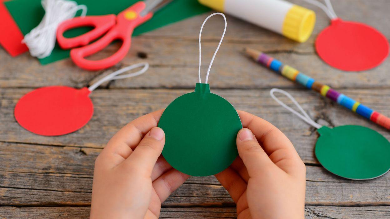 Bombki wycięte z papieru są równie piękne i znacznie łatwiejsze do wykonania (Fot. Shutterstock)