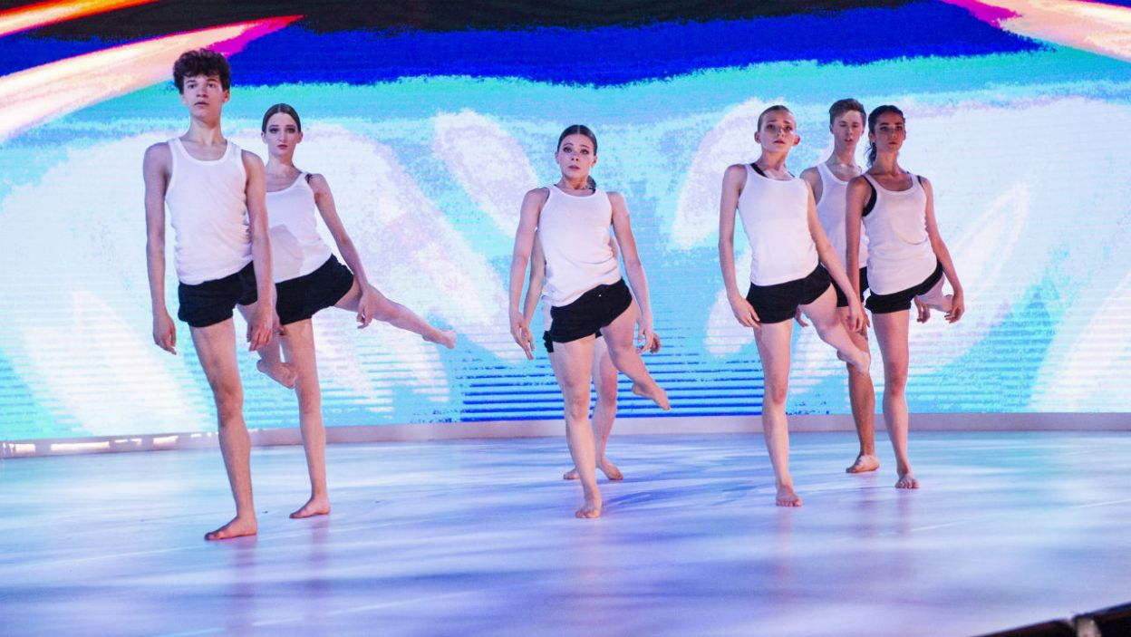 Uczestnicy konkursu zaprezentowali się także we wspólnym występie (fot. N. Młudzik/TVP)