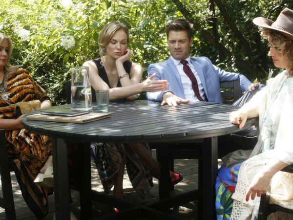 Rozmowy przy okrągłym stole – scena z odc. 5/XI