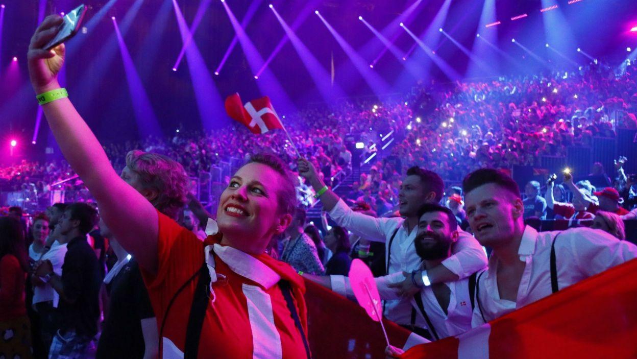 Z sukcesu swojej reprezentantki cieszyli się licznie zgromadzeni duńscy fani (fot. Andres Putting/EBU)