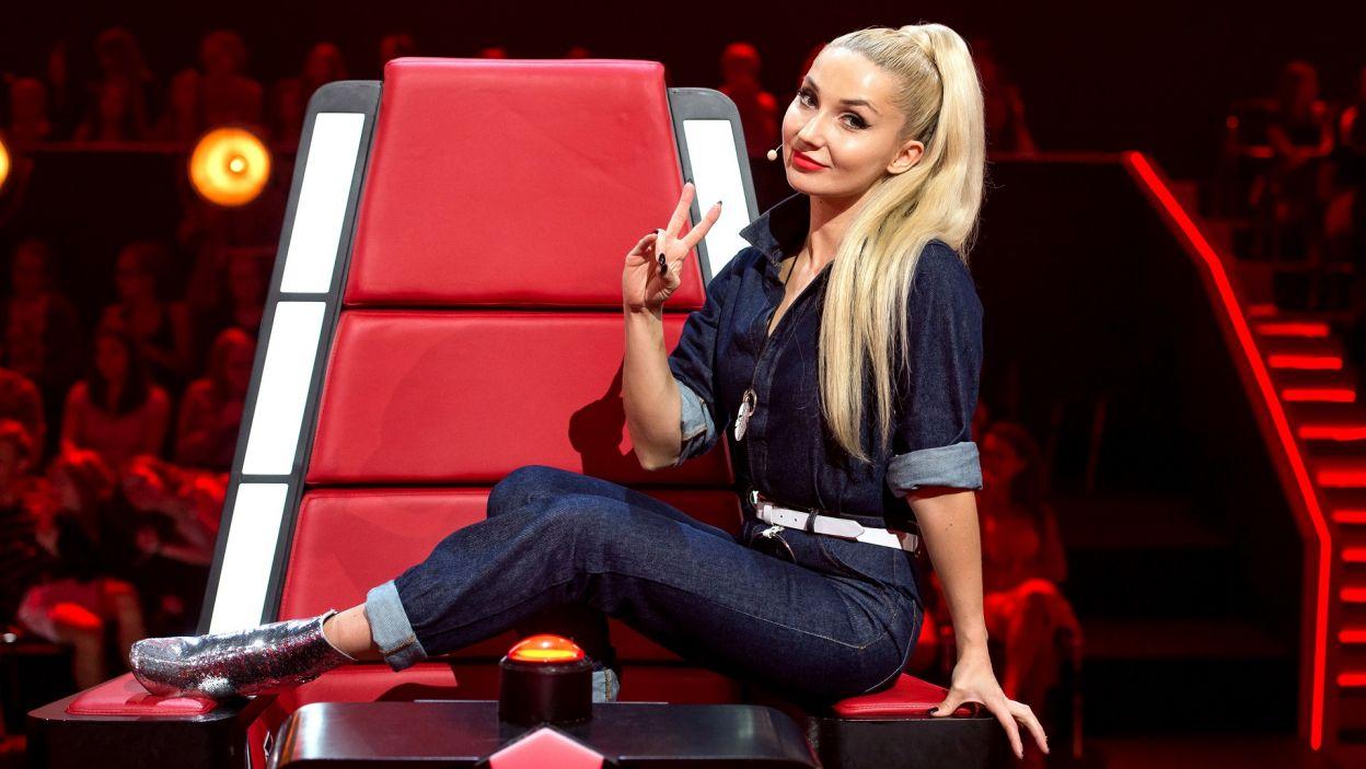 """W drugiej edycji """"The Voice Kids"""" widzów przywita całkowita nowość! Na trenerskim fotelu zasiądzie Cleo! (fot. J. Bogacz/TVP)"""