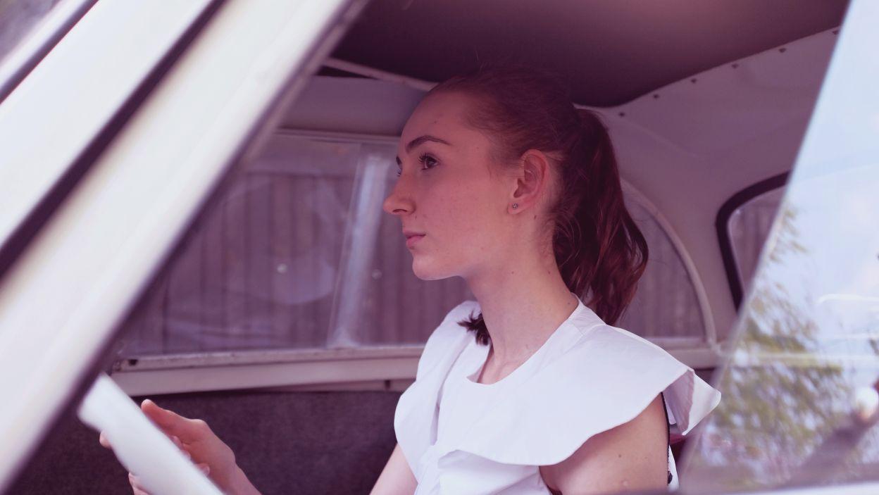 Skupienie na twarzy Alicji zdradza, że myśli o tańcu (fot. Z. Gąsiorowska)