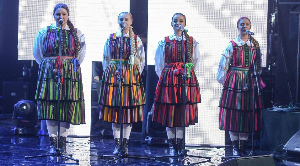 """Zespół Tulia kultywuje tradycje muzyki ludowej. Cztery wokalistki wykonają folkową kompozycję """"Jeszcze cię nie ma"""" (fot.PAP)"""