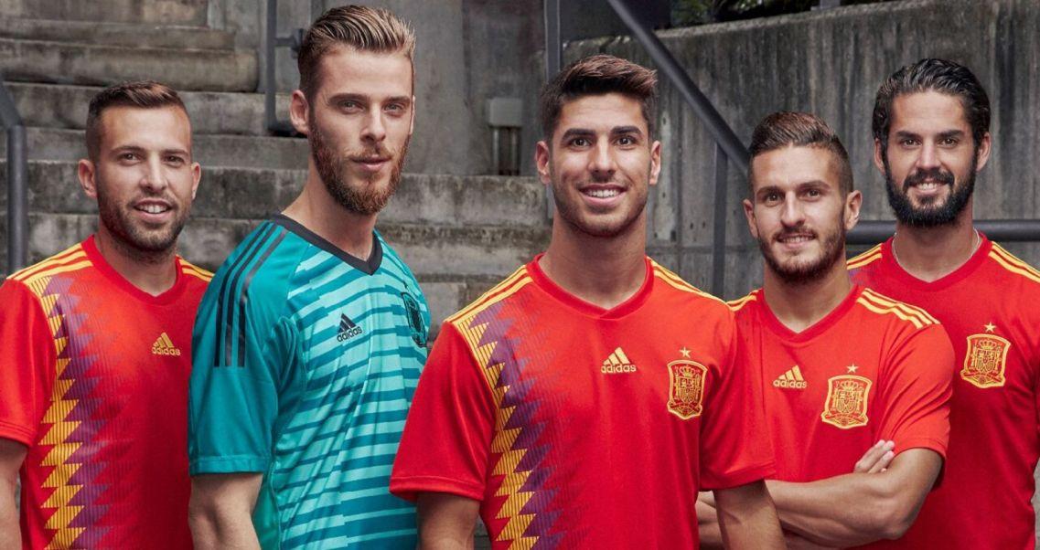 6993a613e Koszulki reprezentacji Hiszpanii na MŚ w Rosji (fot. PAP/EPA)