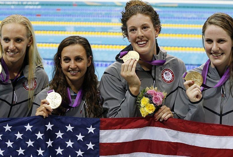 Amerykańska sztafeta 4x100 metrów stylem zmiennym kobiet zdobyła złoty medal (fot. PAP/EPA)