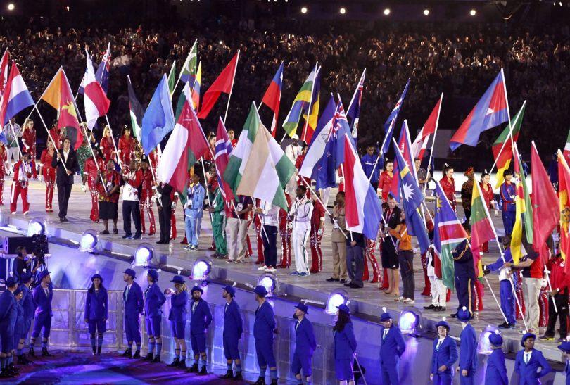 Sportowcy pojawili się na płycie stadionu (fot. PAP/EPA)