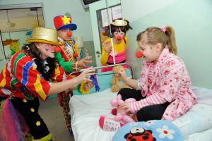 ponad-500-wolontariuszy-w-przebraniu-doktora-clowna-co-roku-odwiedza-78-szpitali-fot-piotr-litwic