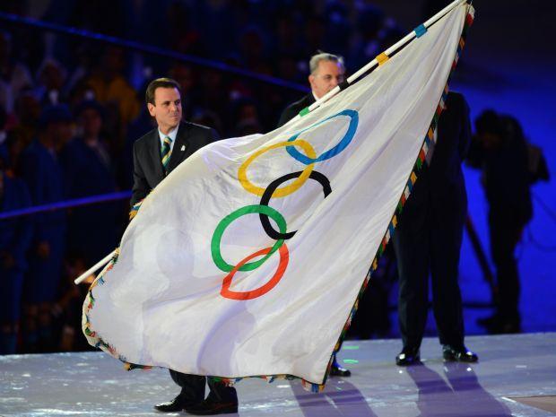 Brytyjczycy przekazali flagę olimpijską podczas ceremonii zamknięcia (fot. Getty Images)