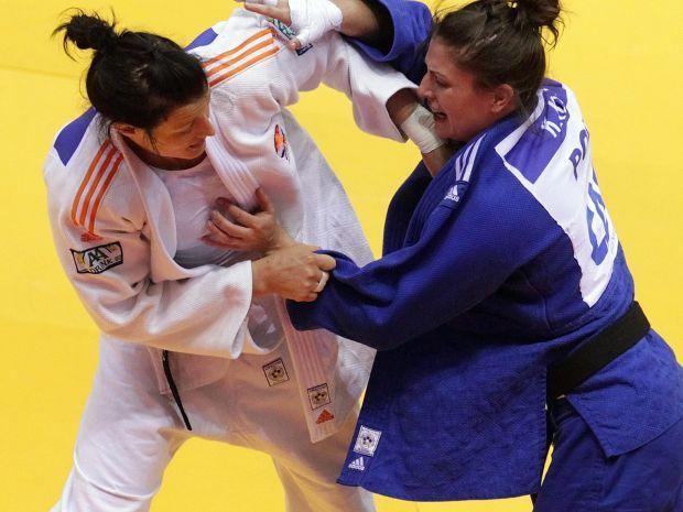 Karolina Kłys odpadła w pierwszej rundzie (fot. PAP/EPA)