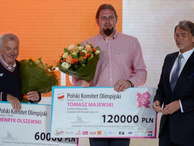 Tomasz Majewski i jego trener Henryk Olszewski odebrali zasłużone nagrody (fot. PAP/Bartłomiej Zborowski)