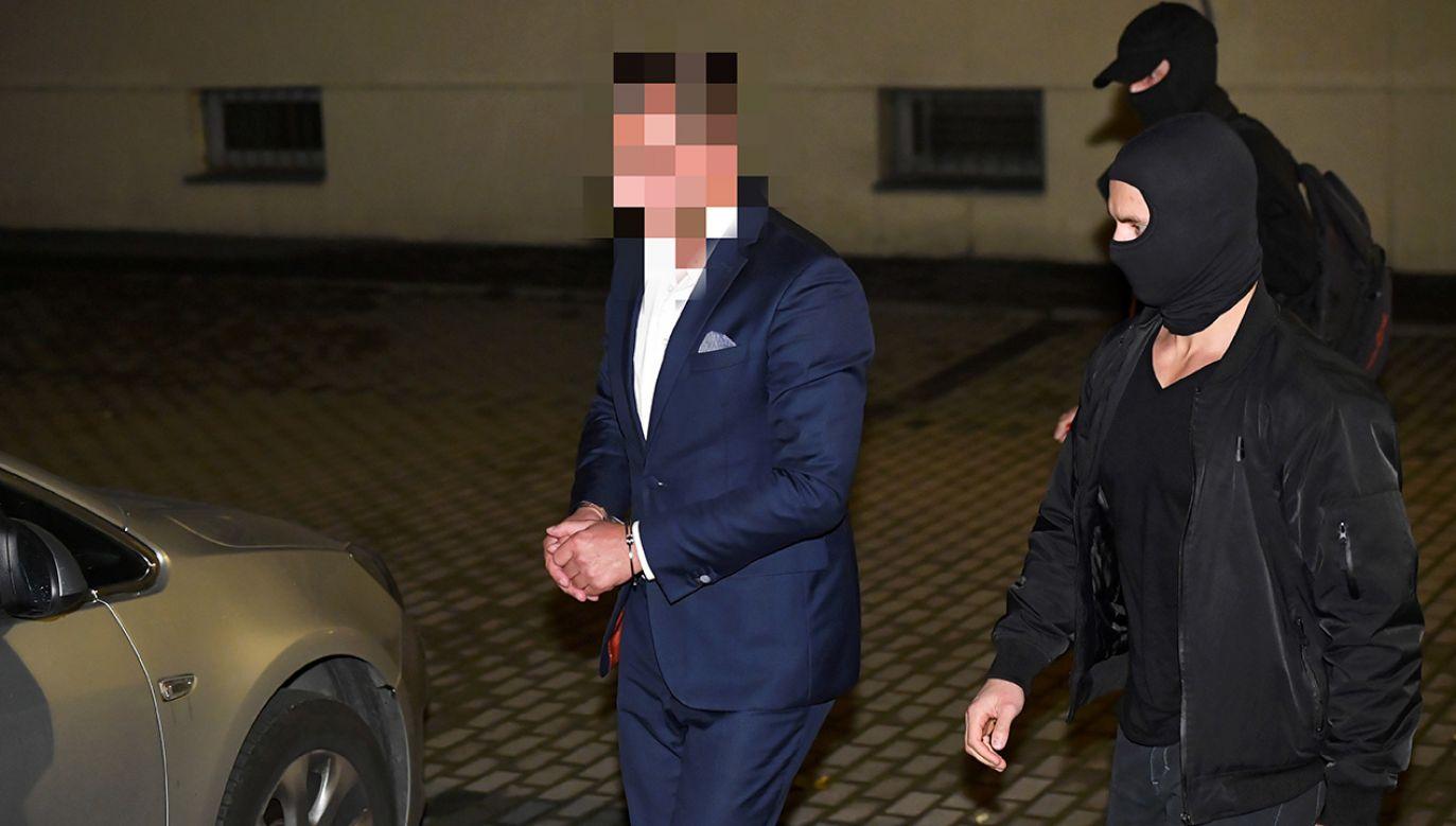Jak wynika z informacji CBA, Artur W. został zatrzymany na gorącym uczynku tuż po przyjęciu 200 tysięcy złotych łapówki (fot. arch. PAP/Radek Pietruszka)