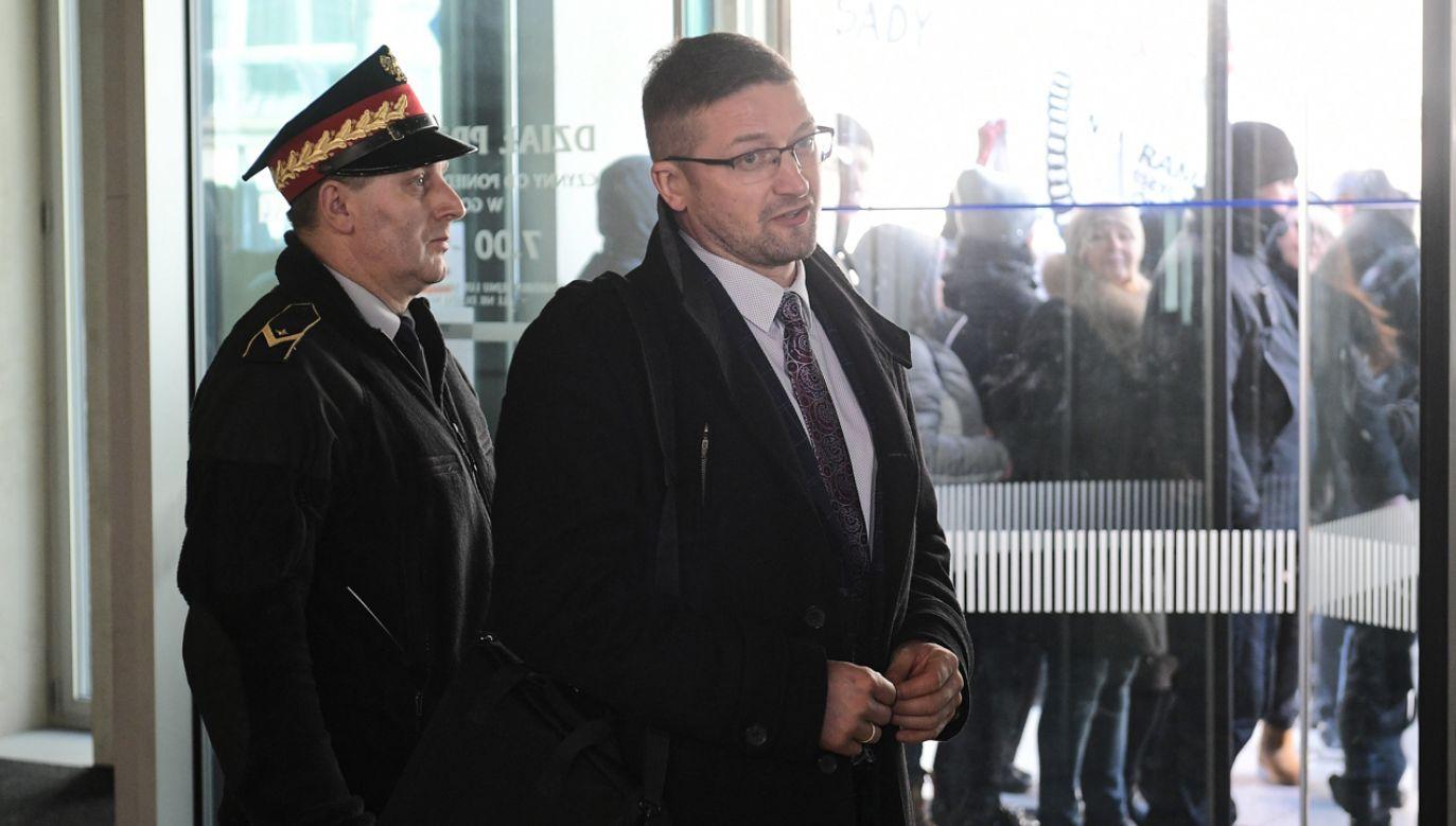 Sędzia Paweł Juszczyszyn w budynku Sejmu (fot. PAP/Marcin Obara)