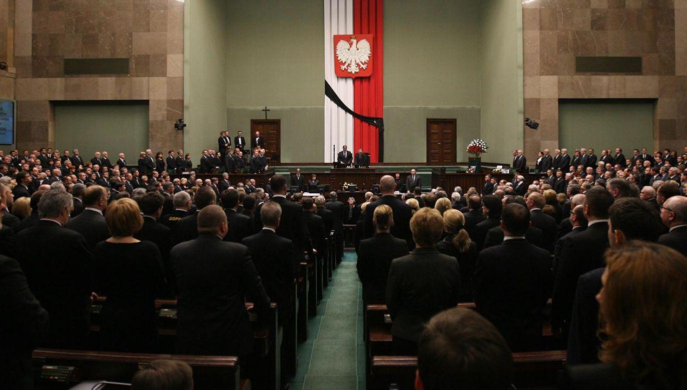 Zgromadzenie posłów i senatorów - 13 kwietnia 2010 r. (fot.  PAP/Radek Pietruszka)
