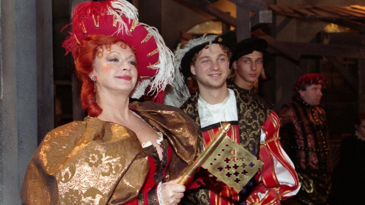 """W """"Miarce za miarkę"""" Szekspira zagrała rajfurkę, Panią Przepieczoną (fot. TVP)"""