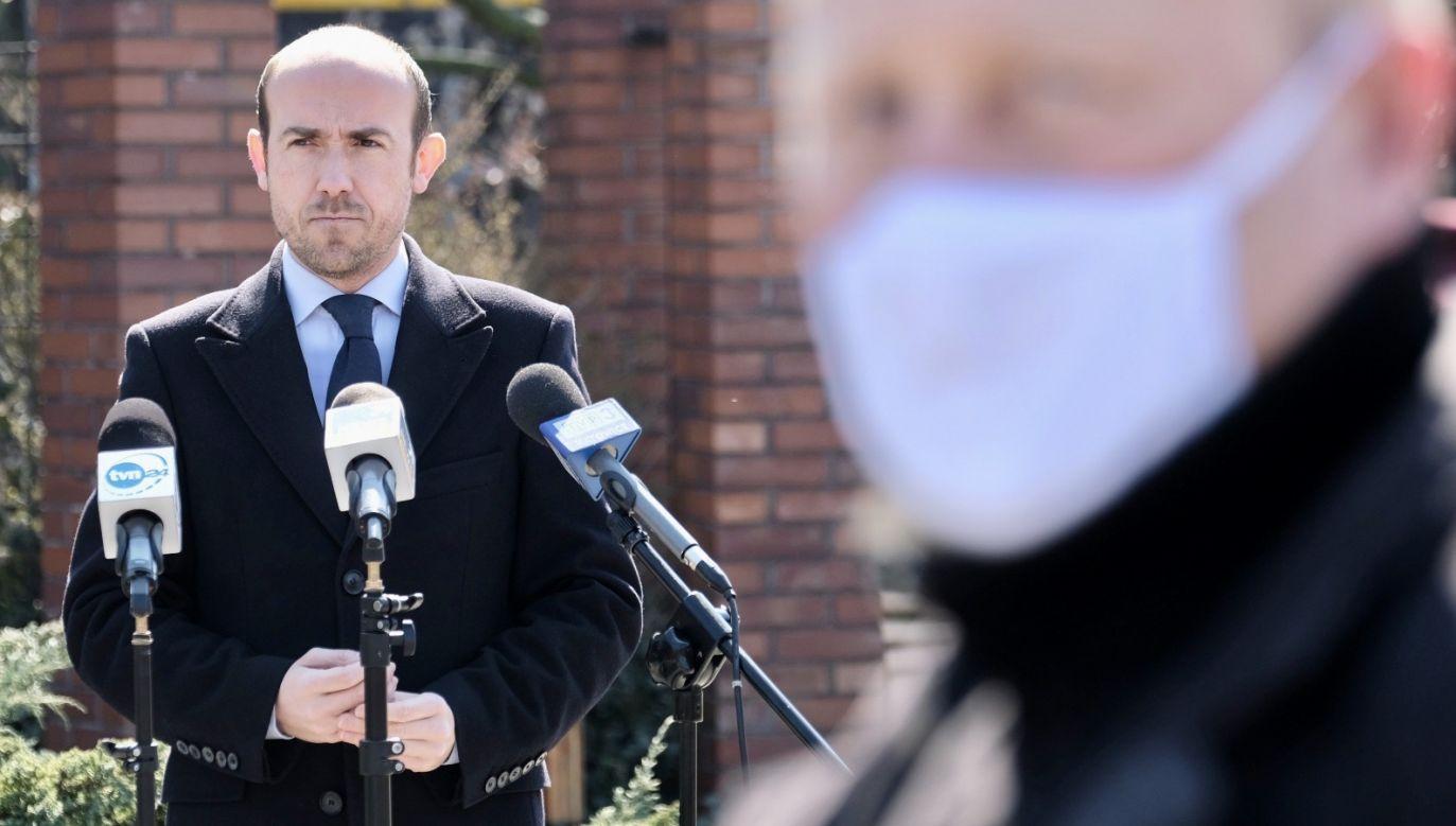 Wpis lidera PO zaczęli komentować internauci (fot. PAP/Andrzej Grygiel)
