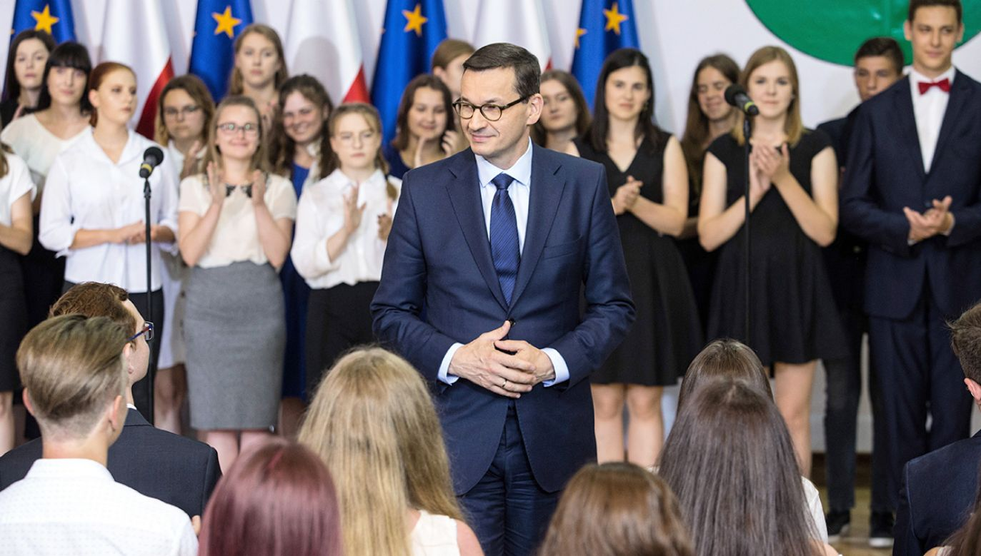 Już 2 września ich pełne nadziei twarze dzieci i młodzieży znów zwrócą się w naszą stronę – przypomniał szef rządu (fot. PAP/Wojtek Jargiło)