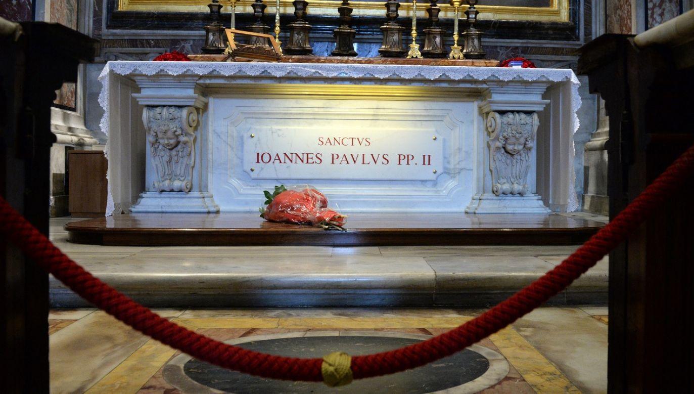"""""""Potrzebujemy św, Jana Pawła II dla zachowania naszej godności jako katolicy, Polacy i Europejczycy"""" (fot. PAP/Jacek Turczyk)"""