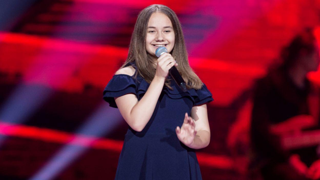 Martyna Stępień śpiewa w zespole rockowym, ale tym razem postawiła na spokojne klimaty (fot. TVP)
