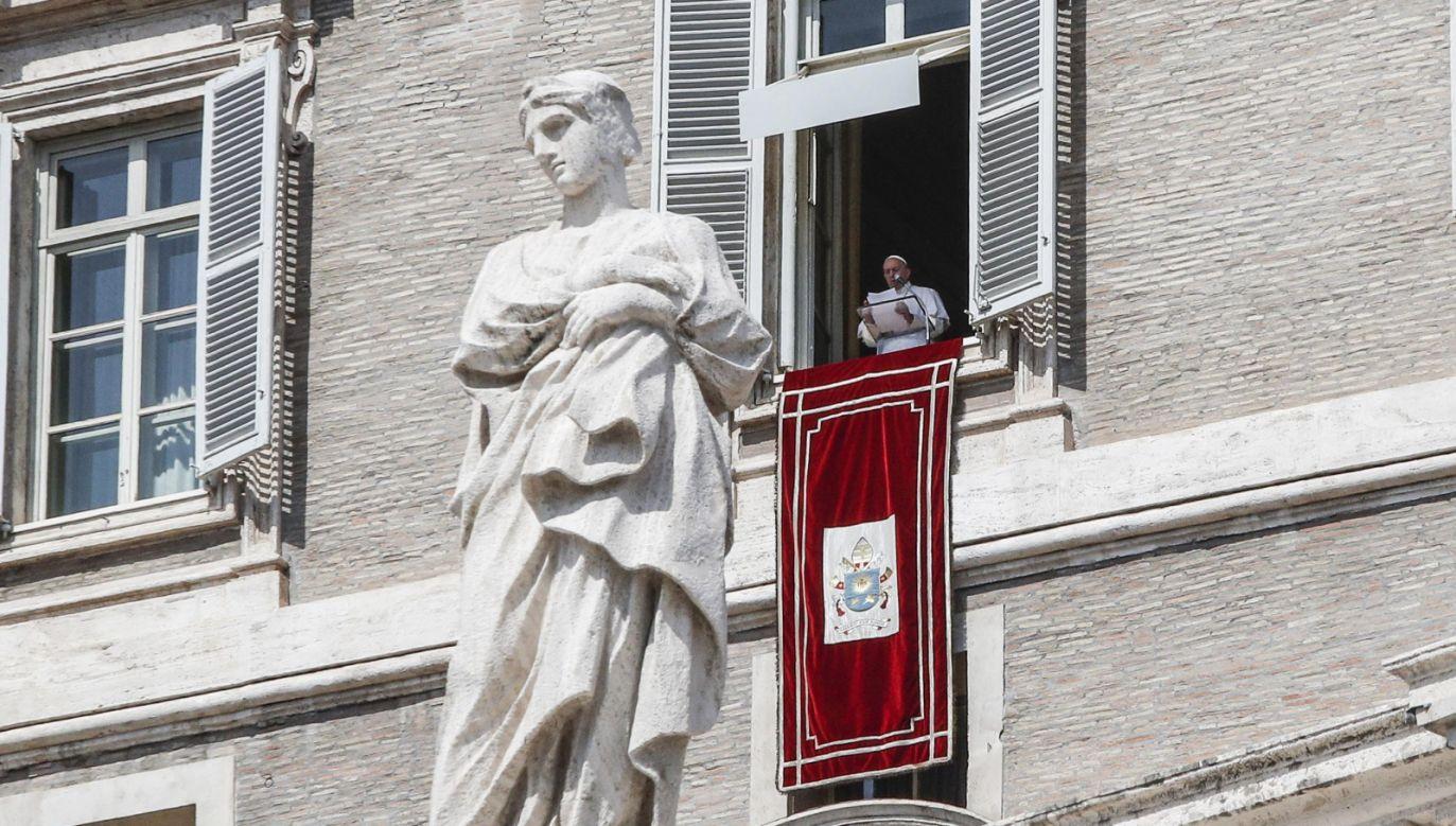 Franciszek w swoich niedzielnych rozważaniach nawiązał do ewangelicznej przypowieści o nieuczciwym rządcy (fot. PAP/EPA/GIUSEPPE LAMI)
