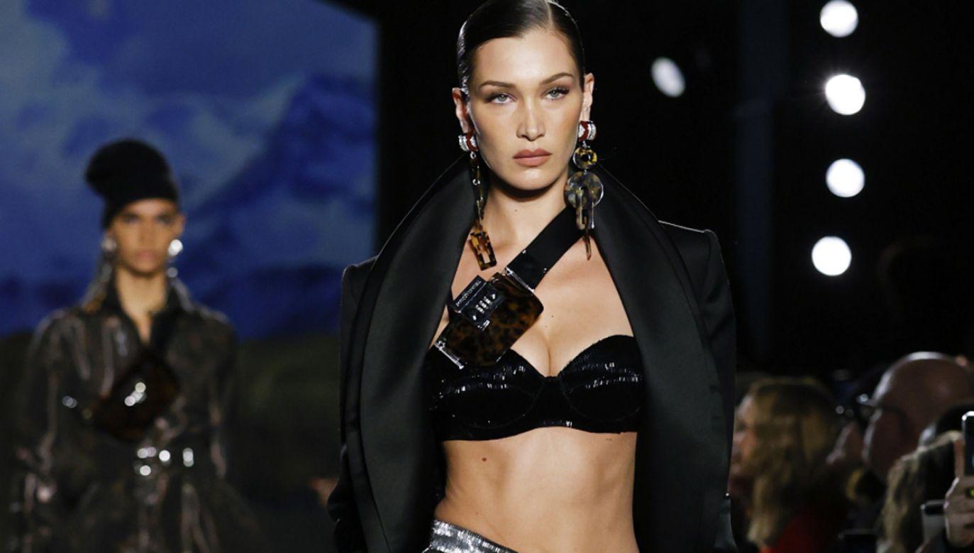 Giorgio Armani potępił wykorzystywanie zdjęć półnagich kobiet w reklamach mody  (fot. PAP/EPA/JASON SZENES)