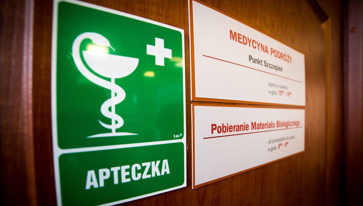 Mężczyzna zgłosił się do szpitala (fot. arch.PAP/Tytus Żmijewski)