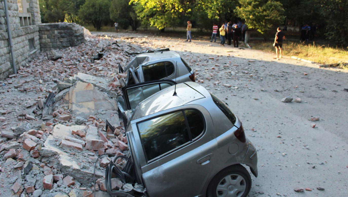 Największe szkody trzęsienie ziemi wyrządziło w stolicy Albanii, Tiranie (fot. PAP/EPA/MALTON DIBRA)
