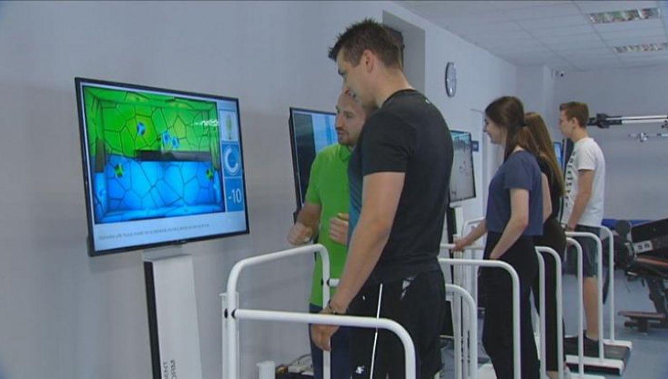 Wirtualna rzeczywistość może być z powodzeniem wykorzystywana także w rehabilitacji pacjentów (fot. PAP)