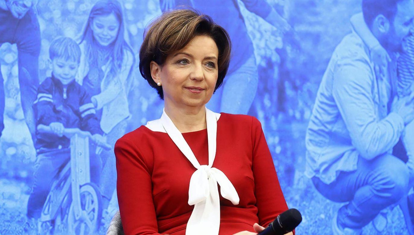 Potrzebne jest stałe, systematyczne wsparcie rodzin, uważa min. Marlena Maląg (fot. PAP/Rafał Guz)