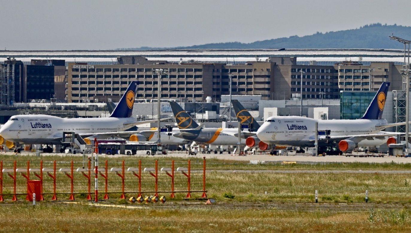 Lufthansa nie skorzystała na razie z przygotowanego dla niej przez niemiecki rząd wielomiliardowego pakietu pomocowego (fot. PAP/EPA/RONALD WITTEK)