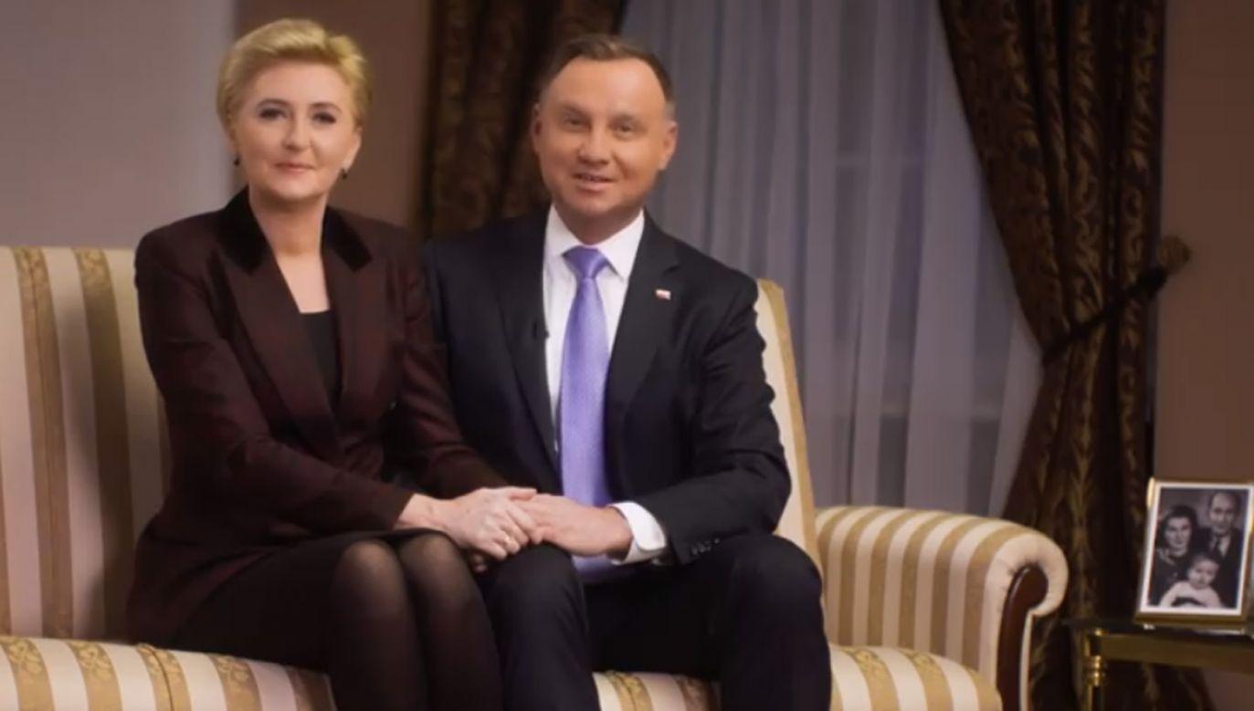 Para prezydencka złożyła życzenia Babciom i Dziadkom z okazji ich święta (fot. Facebook/Andrzej Duda)