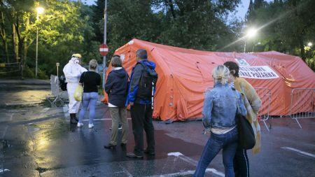 Praca medyków w czasie pandemii (fot. PAP/Jacek Szydłowski)