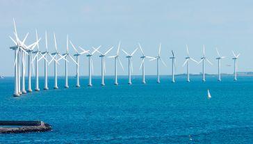 Morskie elektrownie wiatrowe na całym świecie produkują łącznie 23 GW mocy (fot. Shutterstock/Tony Moran)