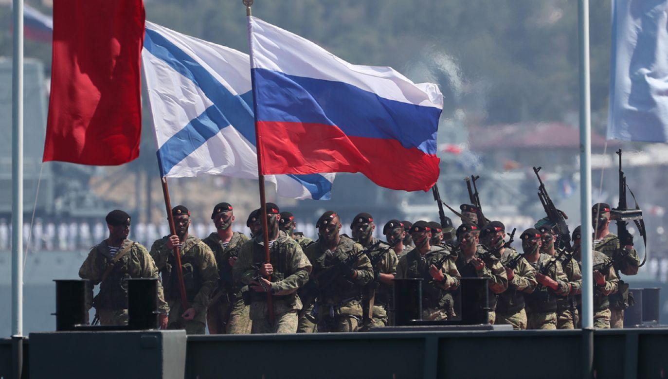 Rosyjscy żołnierze w trakcie parady wojskowej na okupowanym Krymie (fot. Dmitry Feoktistov\TASS via Getty Images)