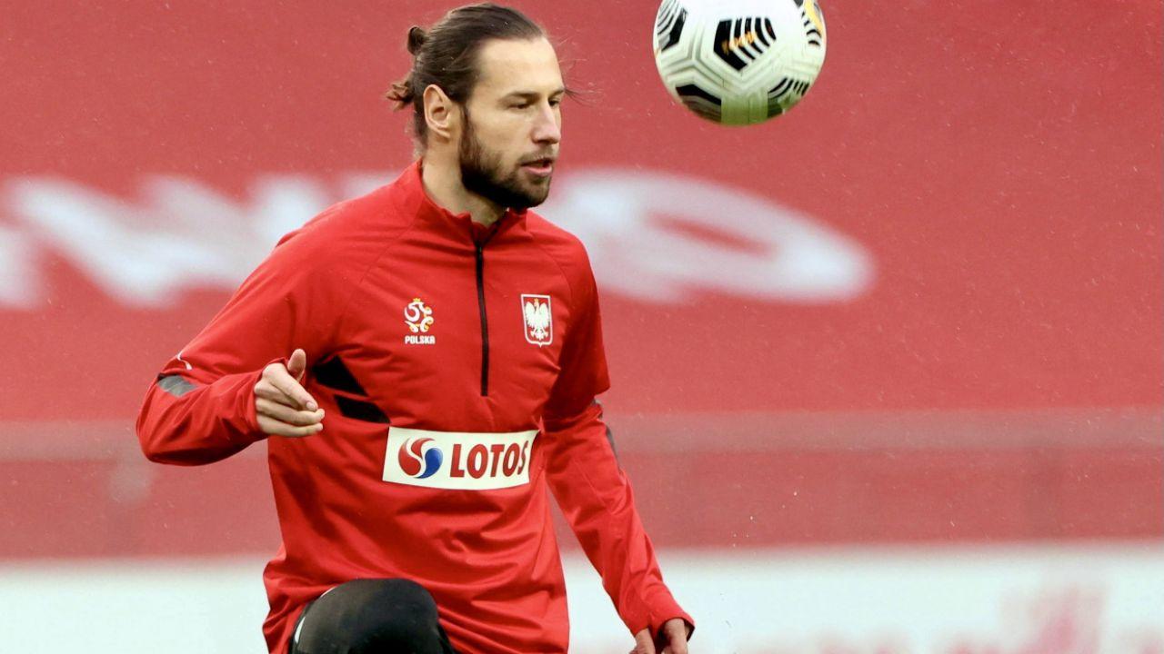 Pomocnik piłkarskiej reprezentacji Polski Grzegorz Krychowiak jednak nie jest zakażony koronawirusem  (fot. PAP/Leszek Szymański)