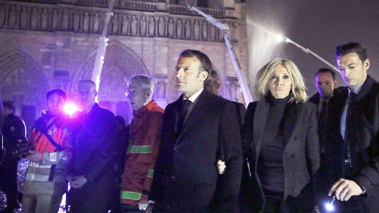 """Prezydent Francji Emmanuel Macron ocenił, że doszło do """"prawdziwie potwornej tragedii"""" (fot. PAP/EPA/YOAN VALAT)"""