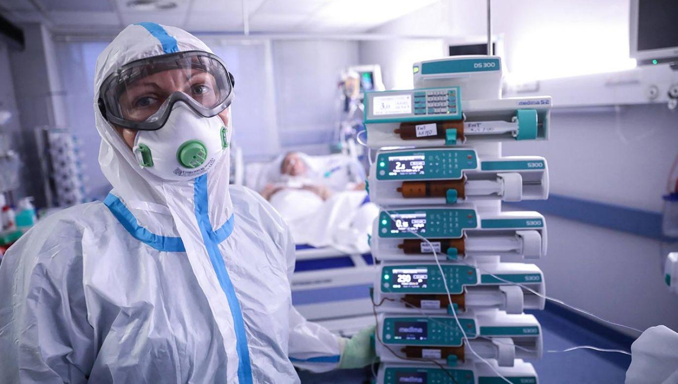 Wirus może dotknąć każdego, niezależnie od wieku, funkcji czy adresu zamieszkania (fot.  PAP/Leszek Szymański)