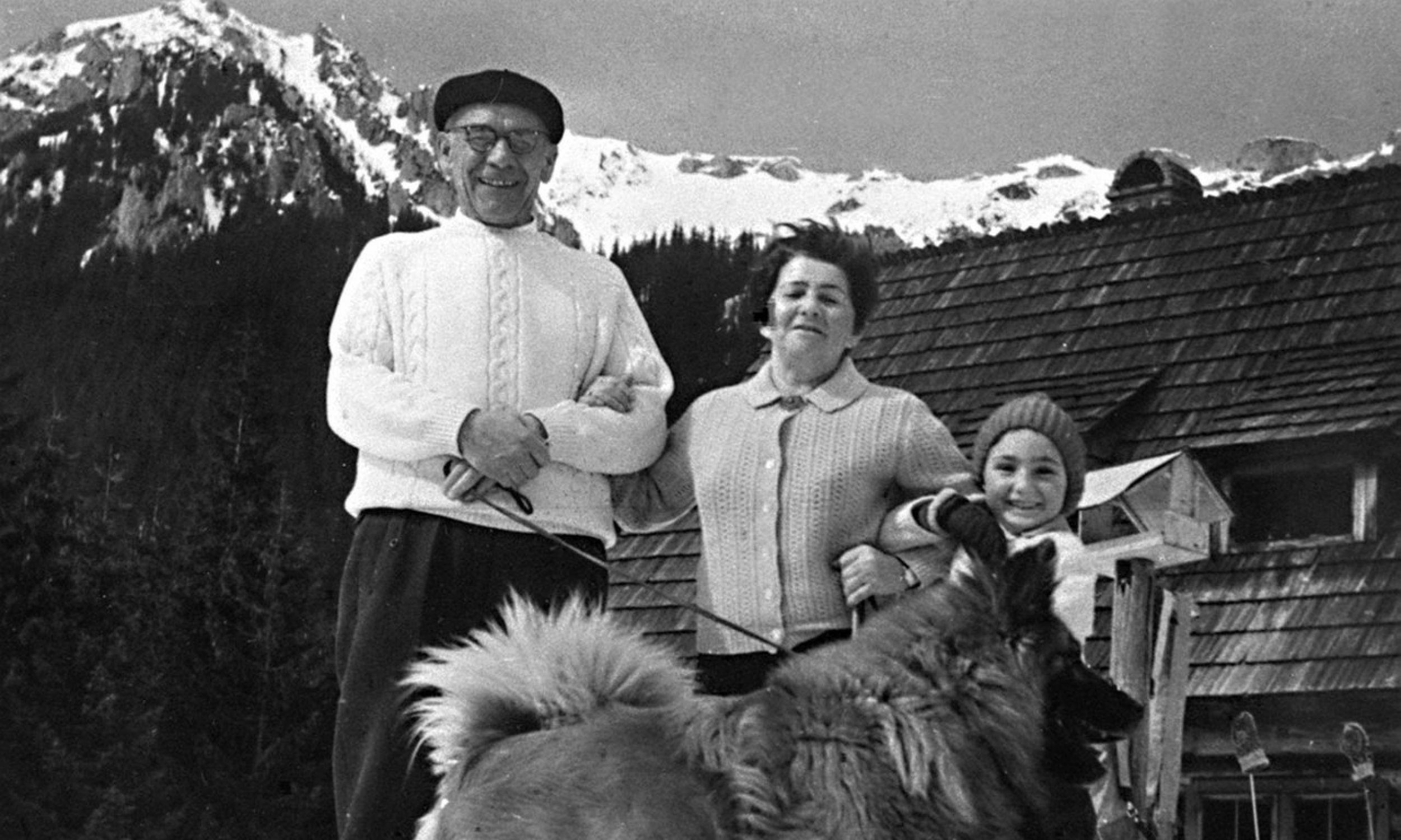 Zakopane Lata 60-te. I sekretarz KC PZPR Władysław Gomułka z rodziną: żoną Zofią i wnuczką, w Zakopanem. Fot. PAP/CAF-archiwum