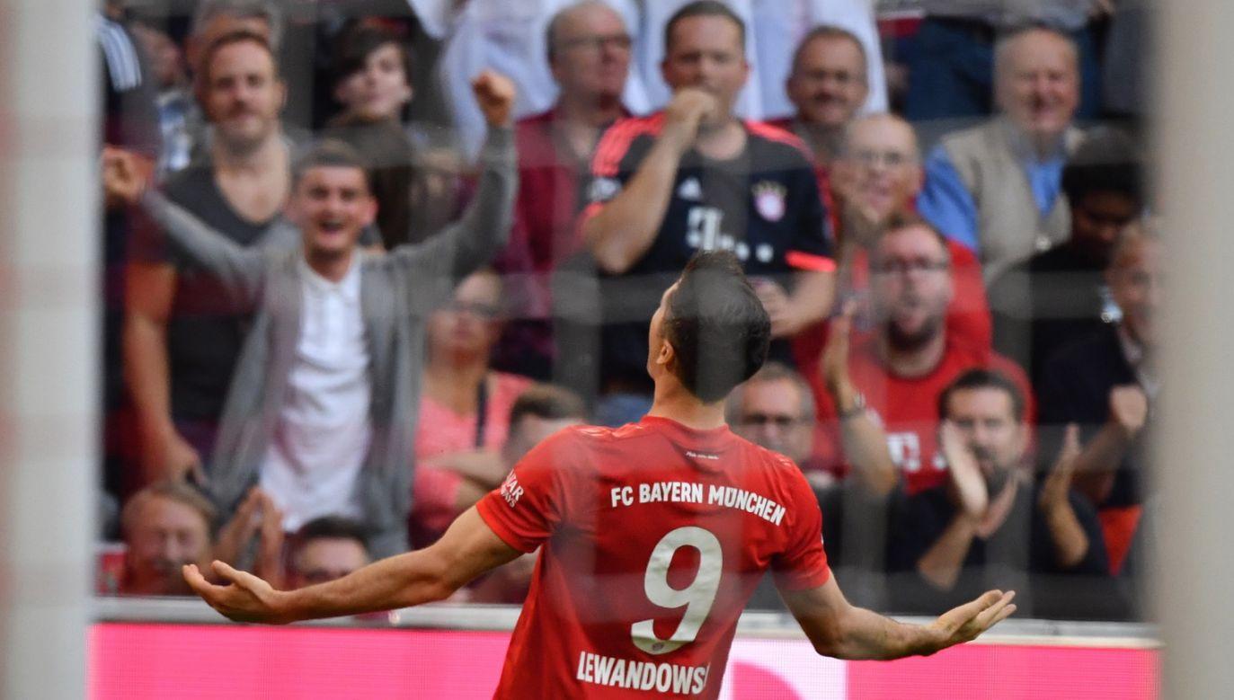 Robert Lewandowski świętuje wygraną Bayernu Monachium z Unionem Berlin (fot. PAP/ EPA/PHILIPP GUELLAND)