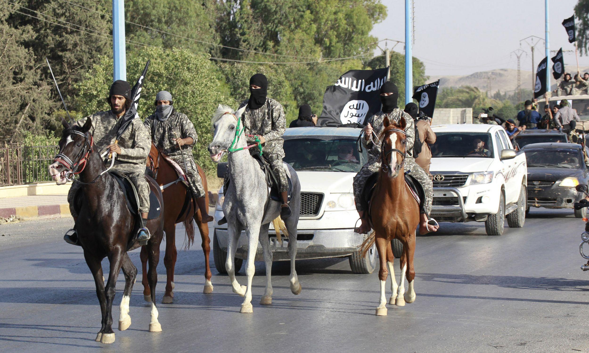 Parada oddziałów konnych ISIS, 30 czerwca 2014. Fot. REUTERS/Stringer