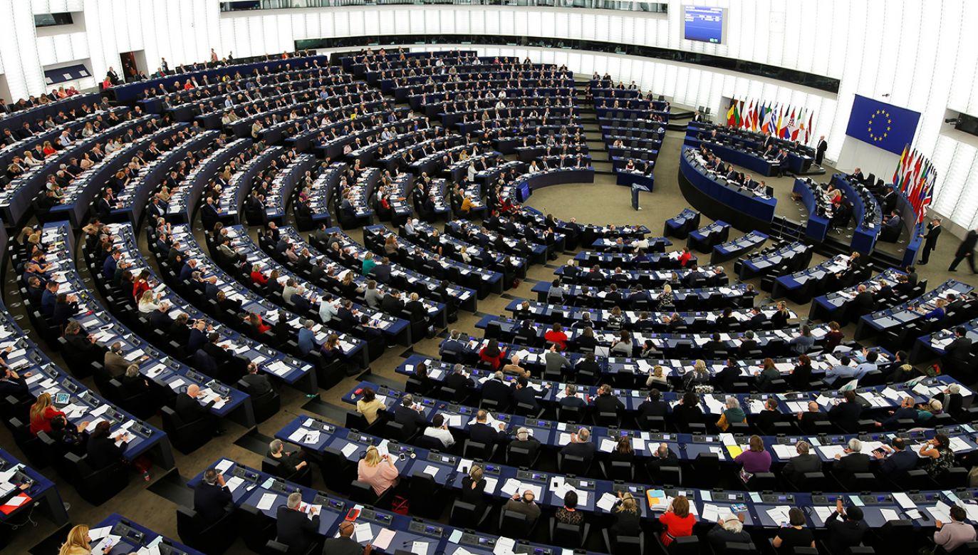 Za rezolucją opowiedziało się 446 posłów; przeciw było 178; od głosu wstrzymało się 41 (fot. Reuters/Vincent Kessler)