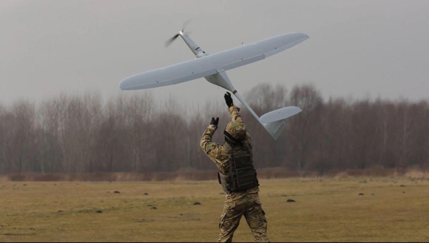 Testowanie dronów na polu walki (fot. YT/ WB GROUP)