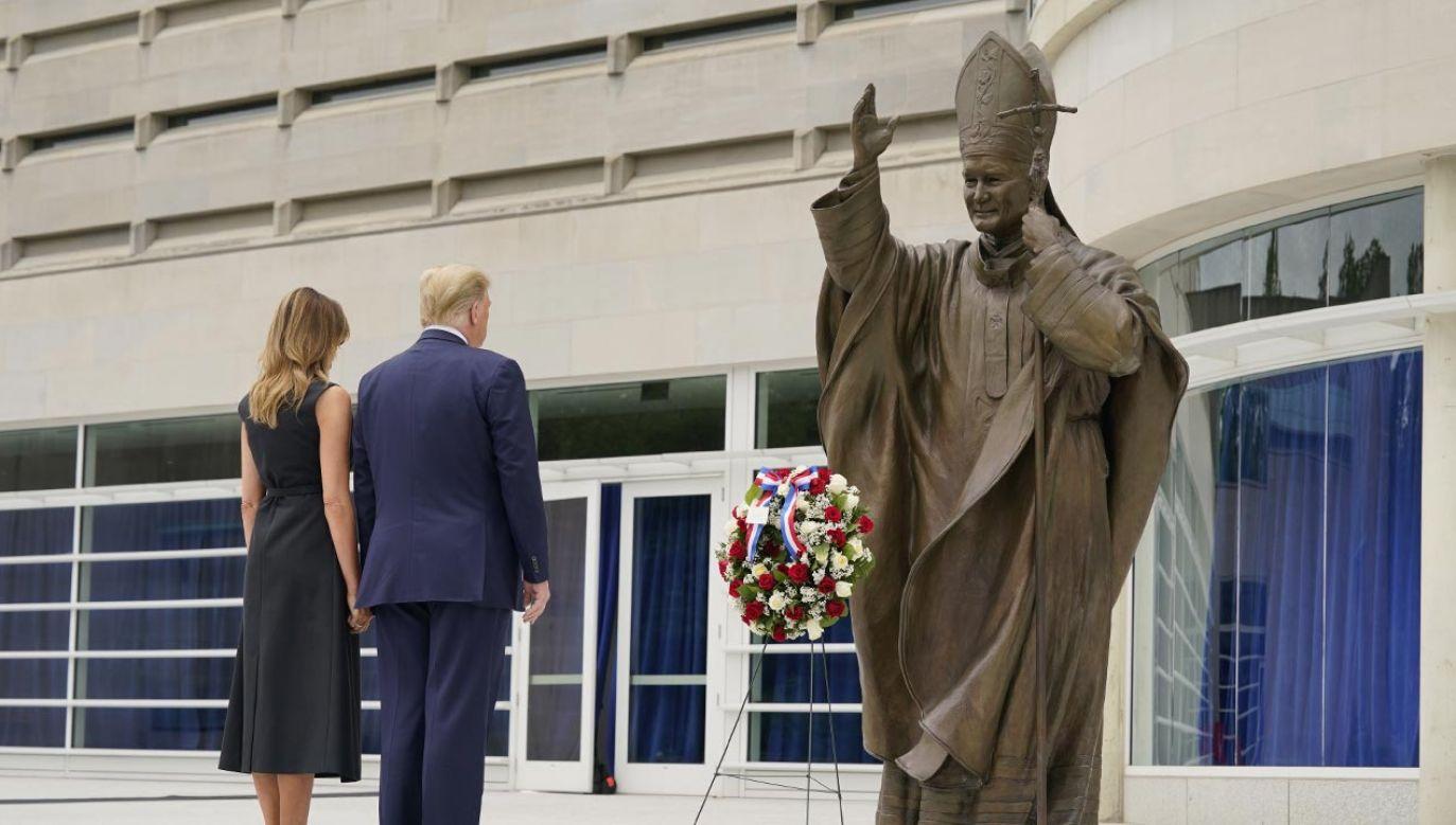 Para prezydencka uczciła 100. rocznicę urodzin Karola Wojtyły, która przypadała 18 maja (fot. PAP/EPA/CHRIS KLEPONIS / POOL)