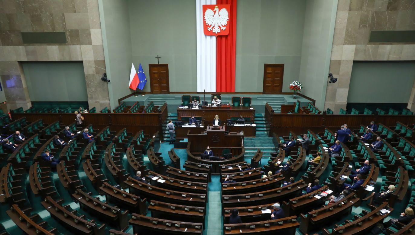 Posłowie na sali obrad Sejmu w Warszawie (fot. PAP)