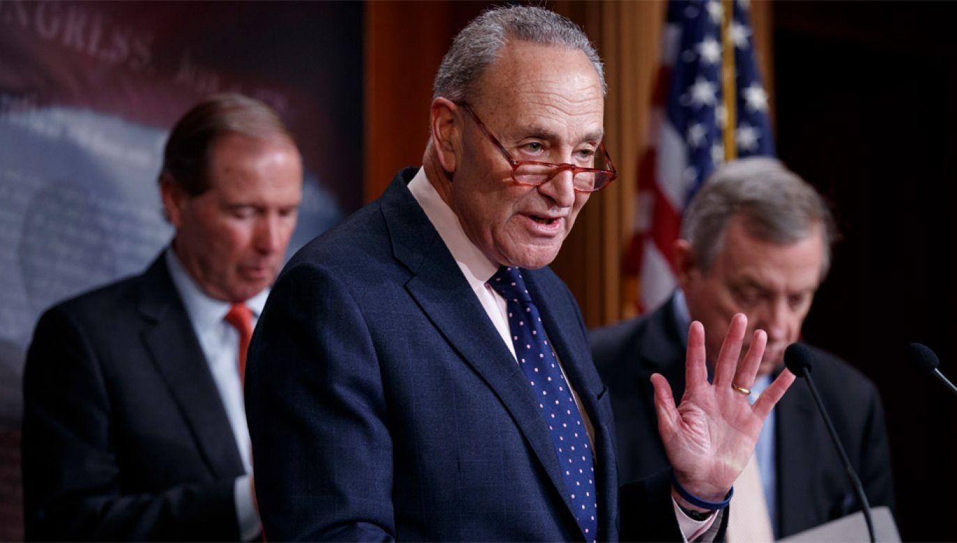 Przywódca Demokratów w Senacie Chuck Schumer wezwał do działań wymierzonych w Rosję (fot. PAP/EPA/SHAWN THEW)