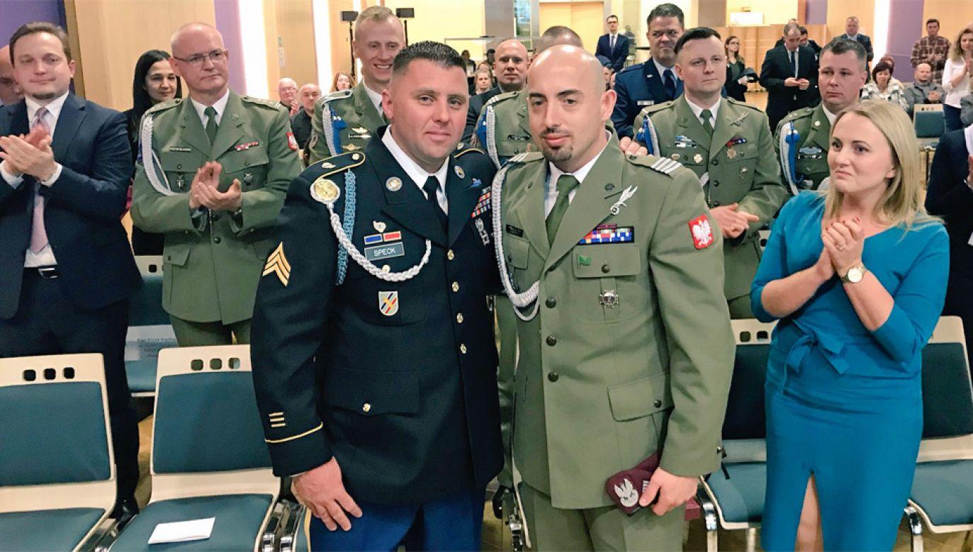 Sierżant Corey Speck i kapral Marcin Kulas spotkali się w Pradze (fot. MON)