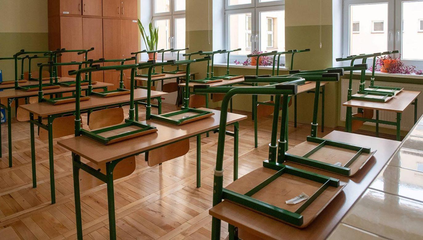 Roczniki powyżej klasy I-III od 26 października uczą się zdalnie (fot. PAP/Grzegorz Michałowski)