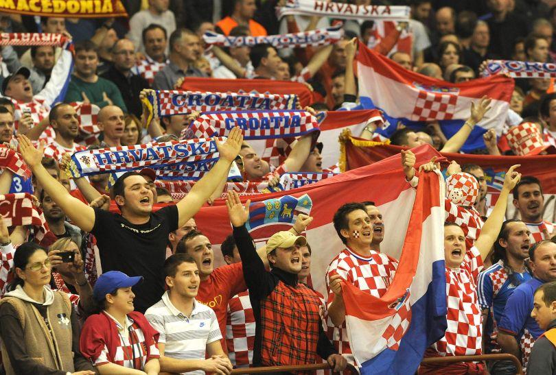 Chorwaccy kibice wspierali swoją drużynę w Nowym Sadzie (fot. PAP/EPA)